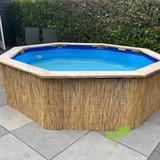 Lage rietmat tegen zwembad