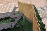 Dikke rietmatten op balkon